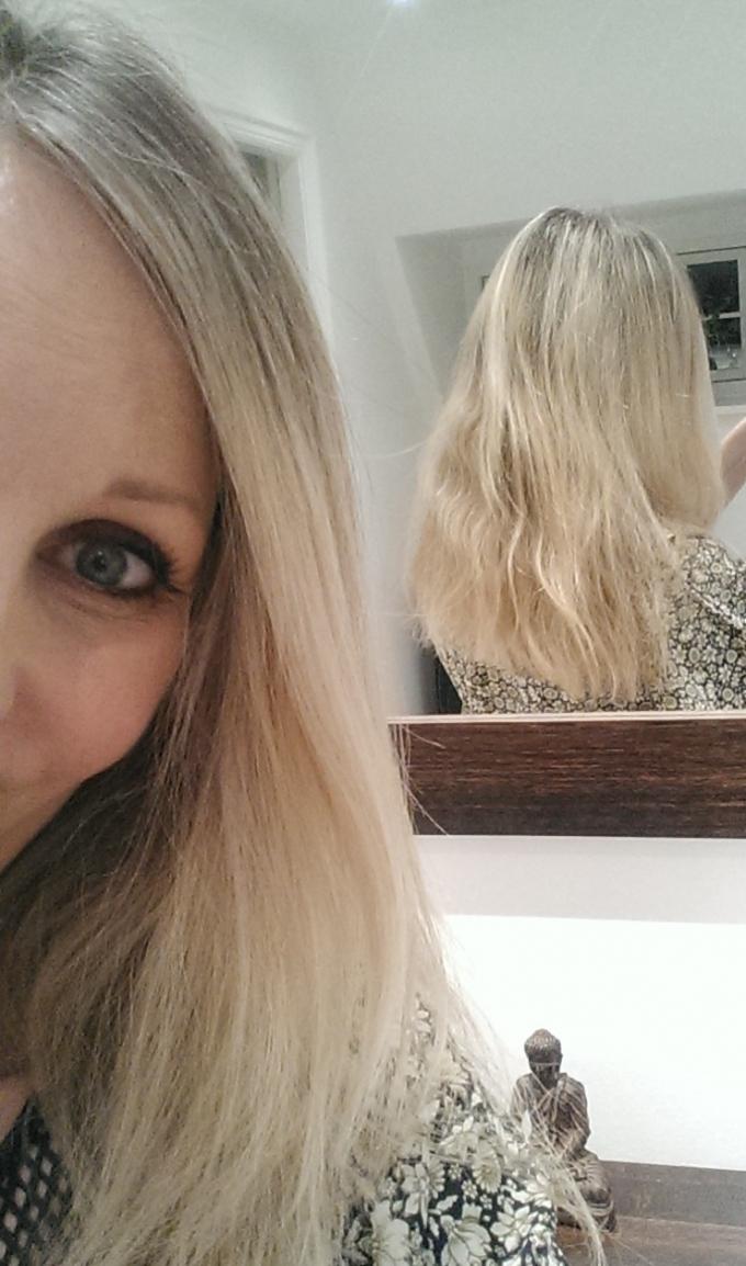 lyst hår på vej mod gråt