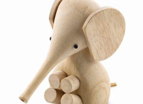 Babyelefant, der går lige i hjertet