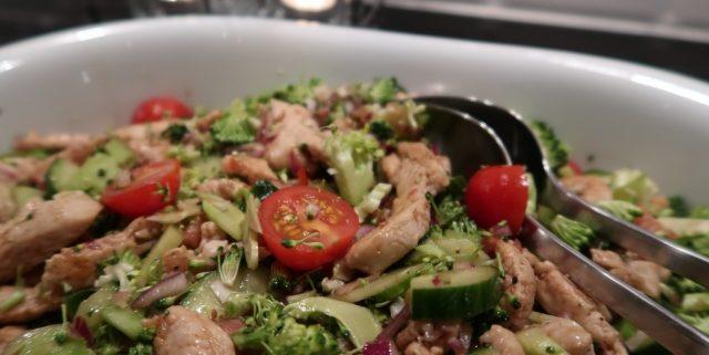 Broccolisalat med kalkun