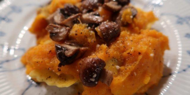Fyldt pasta med cremet butternut quash-sauce