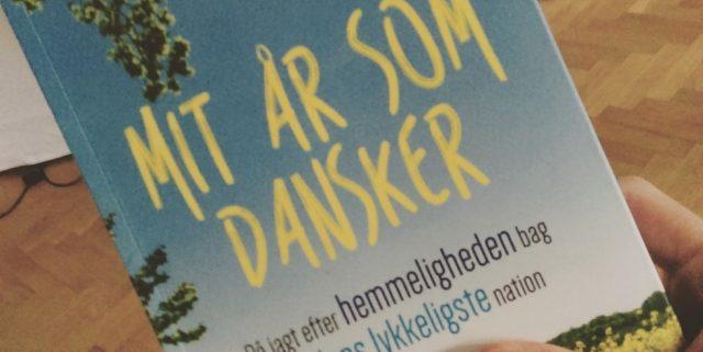 """""""Mit år som dansker"""" af Helen Russell"""