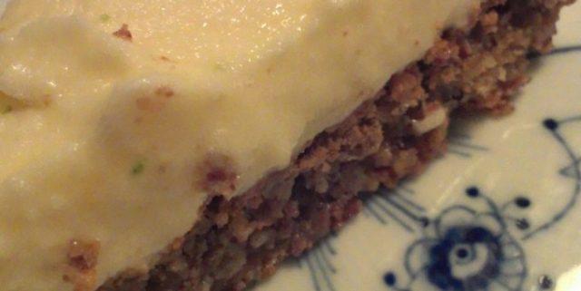 Nøddebund med lakrids & hvid chokolade med passionsfrugtsorbet