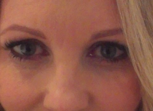 VIND! Smukke dådyrøjne til julens fester med eyelash extensions
