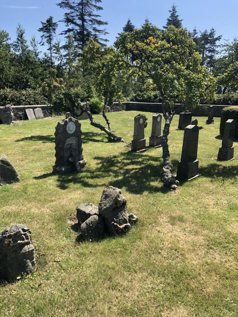 Den lille kirkegård på Vejrø er fredet