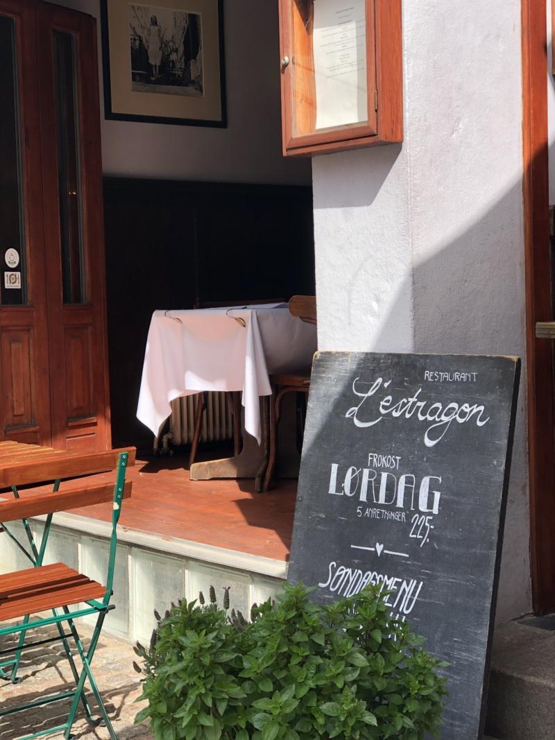 L'estragon i Aarhus Latinerkvarter er charmerende og hyggelig og byder om sommeren på ren pariserstemning