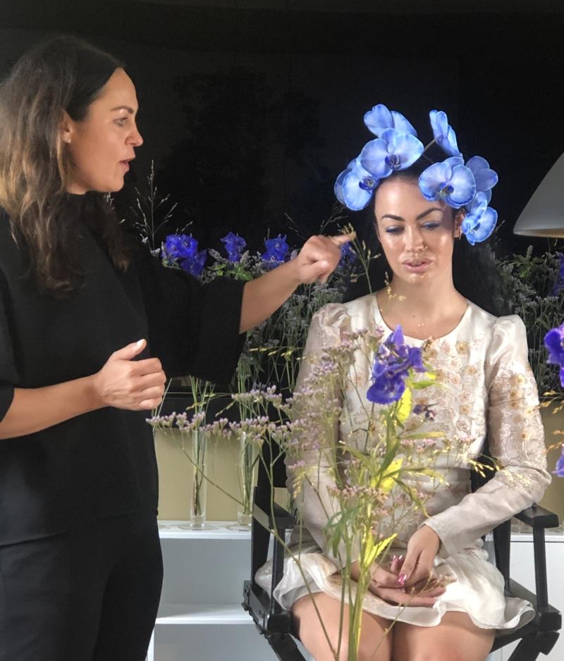 Til lanceringen af Nina Larsens bog Ikonmakeup dukkede Aura op som model.