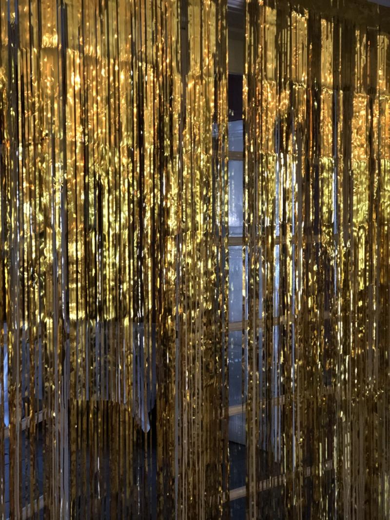 Et glittergardin gør det godt til en disko eller halvfjerdserfest