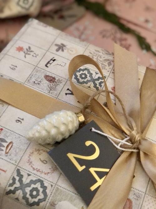 Hvordan skal dine julegaver pakkes ind i år? Få inspiration på Qland.