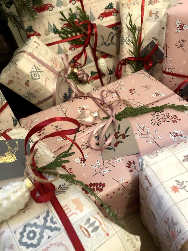 Få inspiration til julegaveindpakningen.