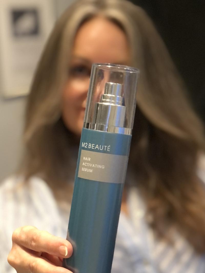 M2 Beauté Hair Activating Serum stimulerer hårvæksten, så du opnår et smukkere, tykkere og mere blankt hår.