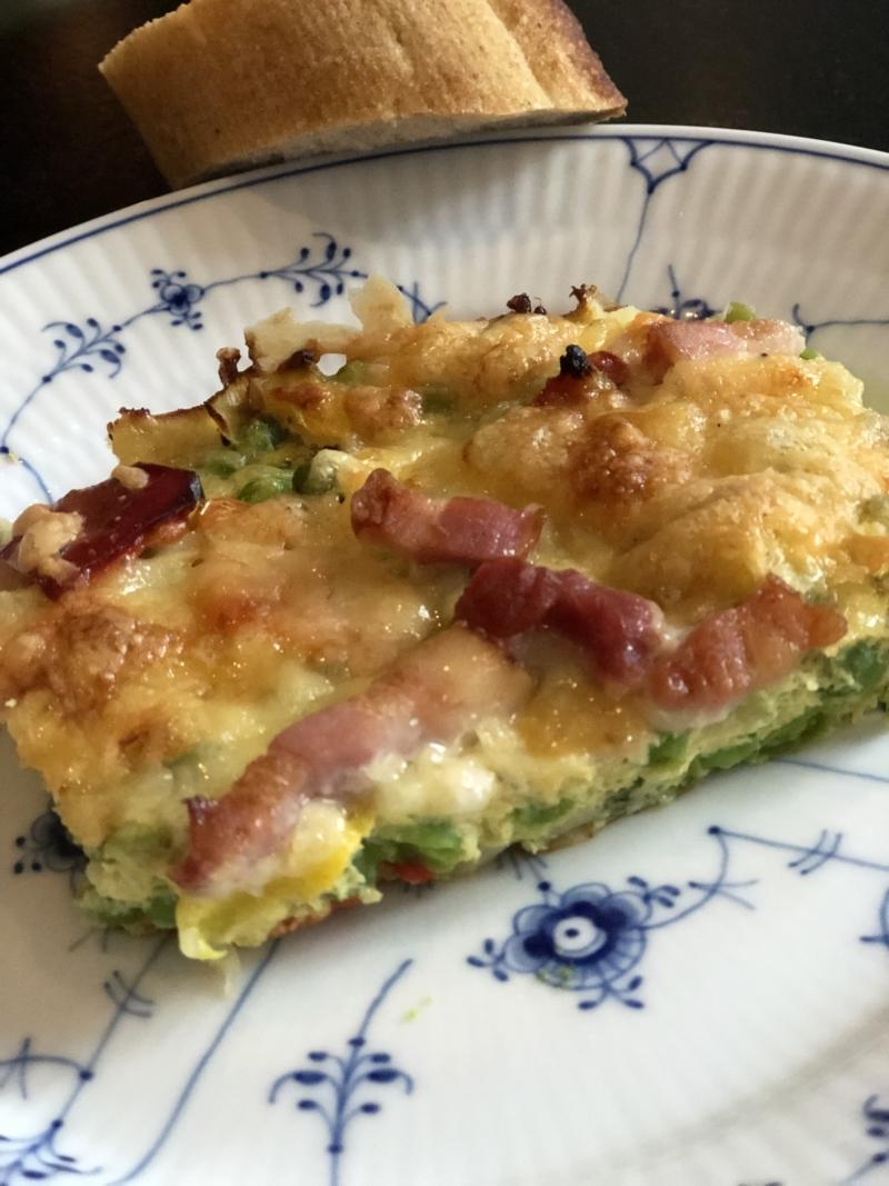 Æggeret i ovnen med grøntsager, ost og bacon. Nemt, hurtigt og lækkert.