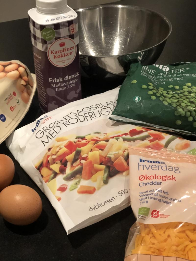 Opskrift på lækker italiensk frittata med frosne grøntsager og bacon.