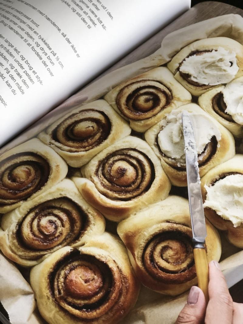 Opskrift på lækre kanelsnegle i kogenbogen fra Mummum.