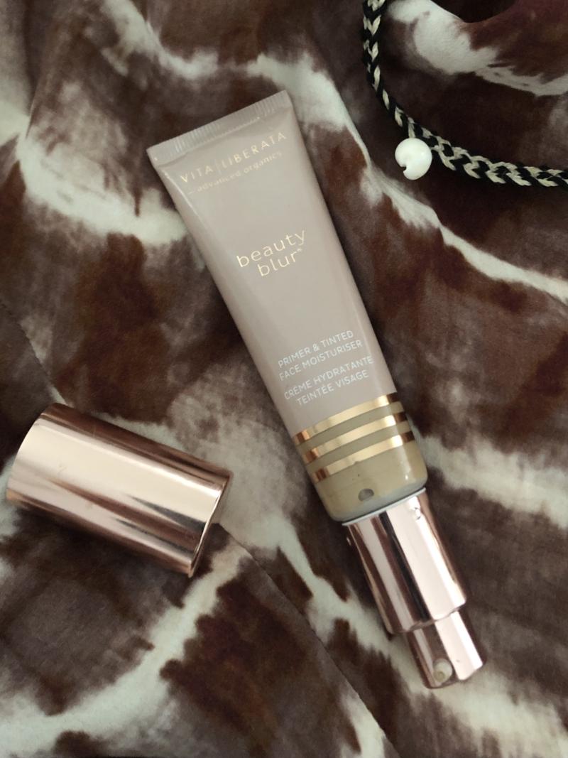 Vita Liberata Beauty Blur kan bruges som både primer, concealer og foundation.