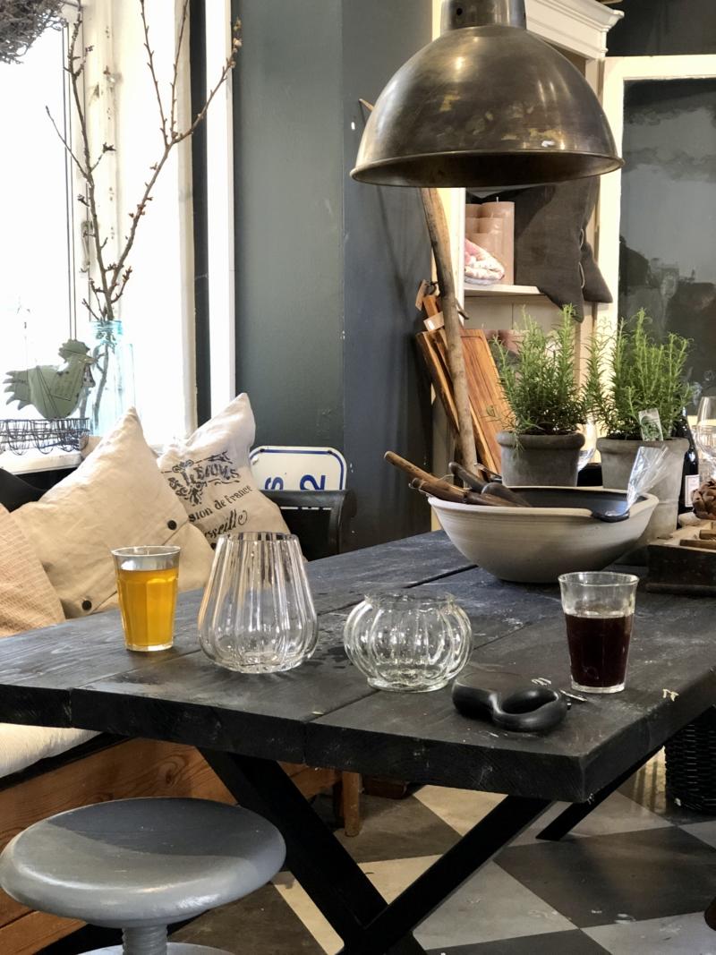 Hos Gertruds Hus kan man nyde en god kop kaffe og te i butikken.
