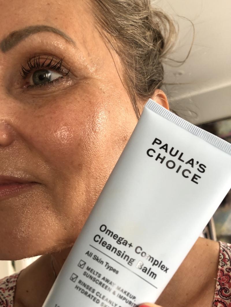 Paula's Choice Omega+ Cleansing Balm smelter nærmest ind i huden og er en drøm at bruge og arbejde med.