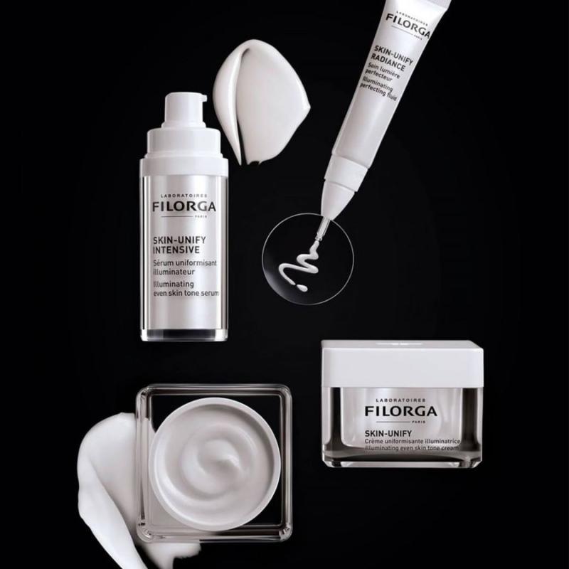 Filorga Skin-Unify er udviklet med inspiration fra professionelle behandlinger, der er rettet mod udjævning af hudtonen og fjernelse af pigmentpletter, bl.a. kemiske peelinger og lysterapi.